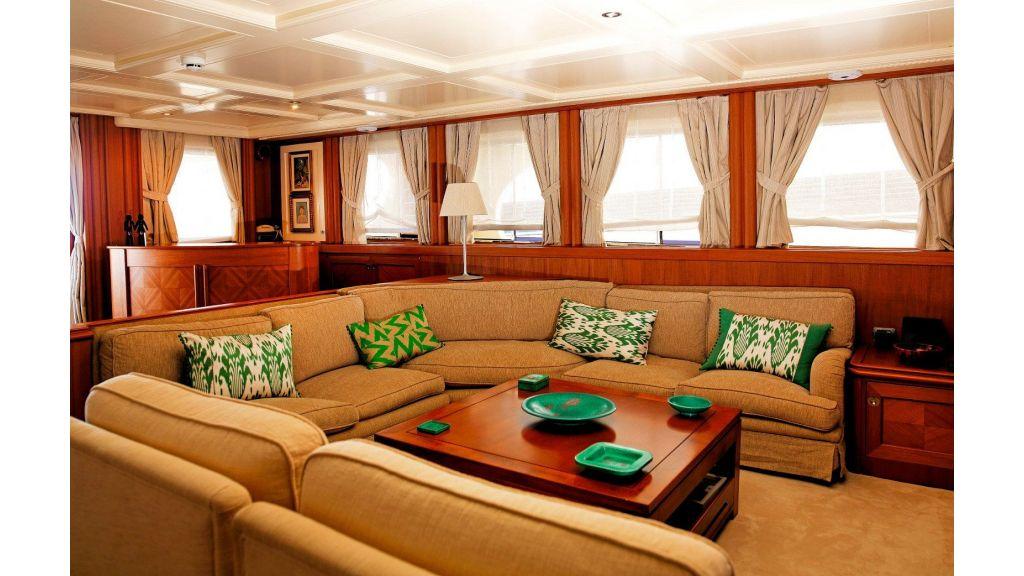 Timeless Styling Motoryacht (11)