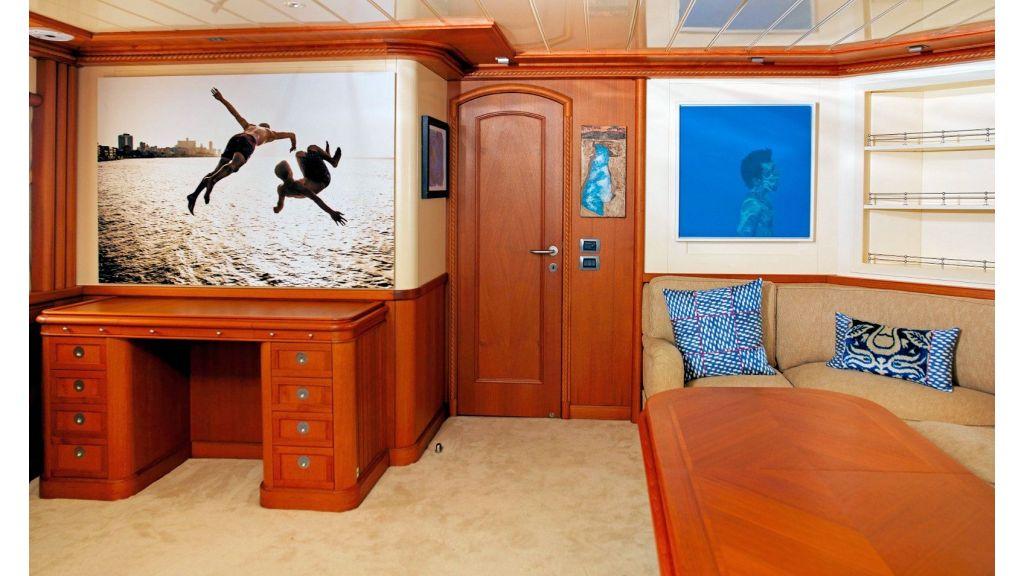 Timeless Styling Motoryacht (12)