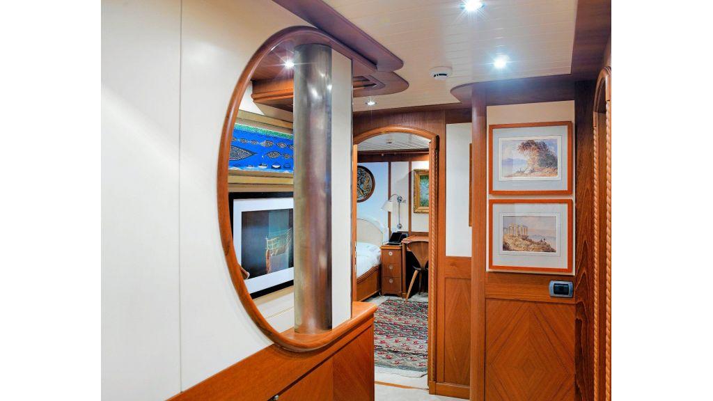 Timeless Styling Motoryacht (14)