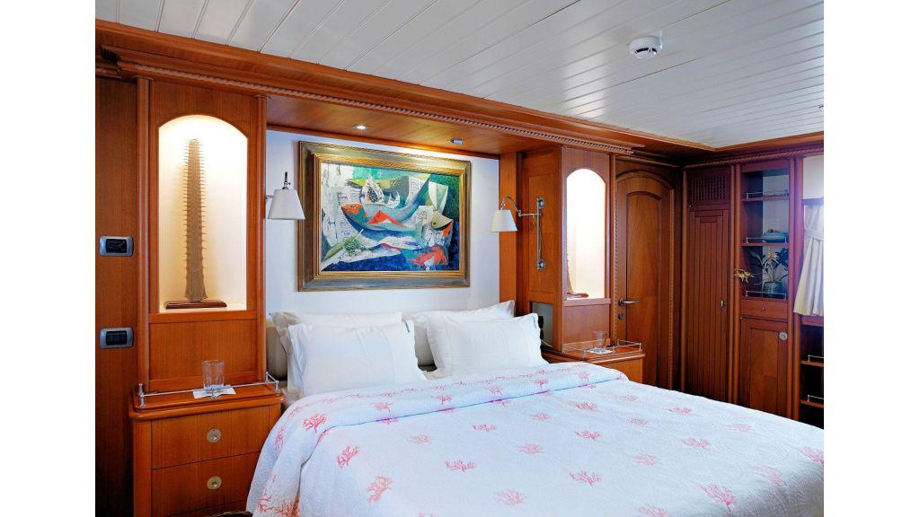 Timeless Styling Motoryacht (24)