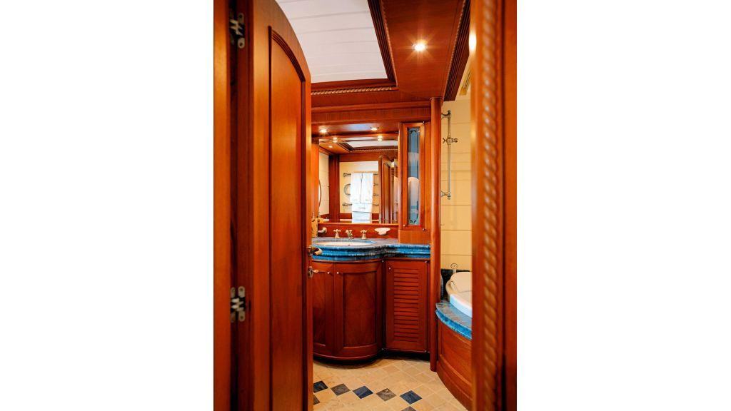 Timeless Styling Motoryacht (26)