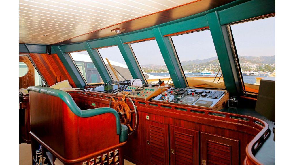 Timeless Styling Motoryacht (4)