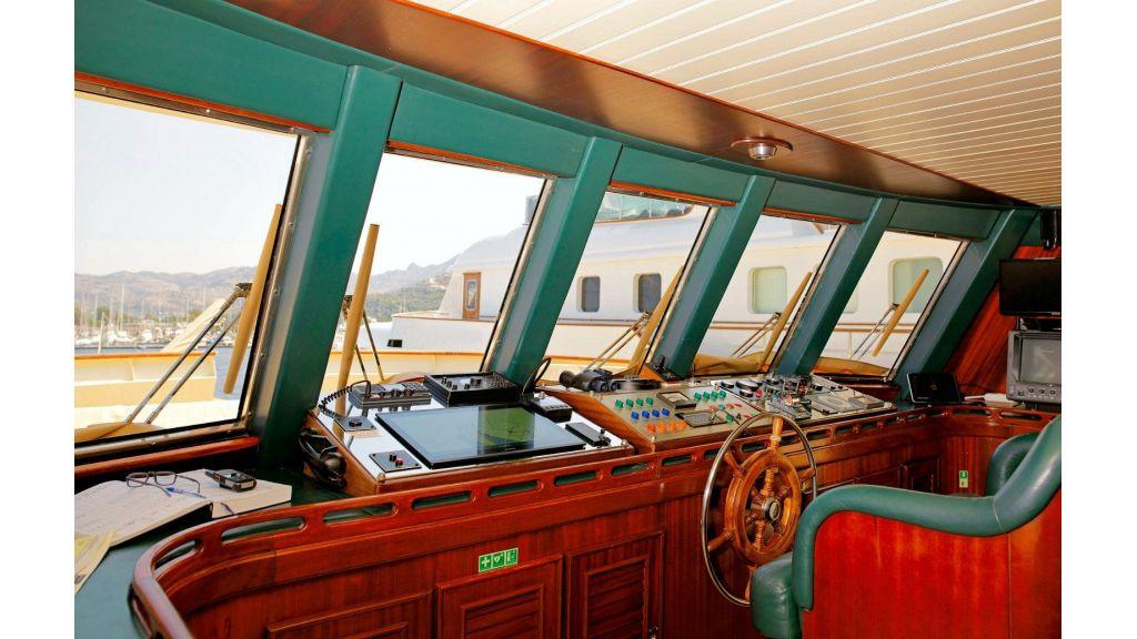 Timeless Styling Motoryacht (5)