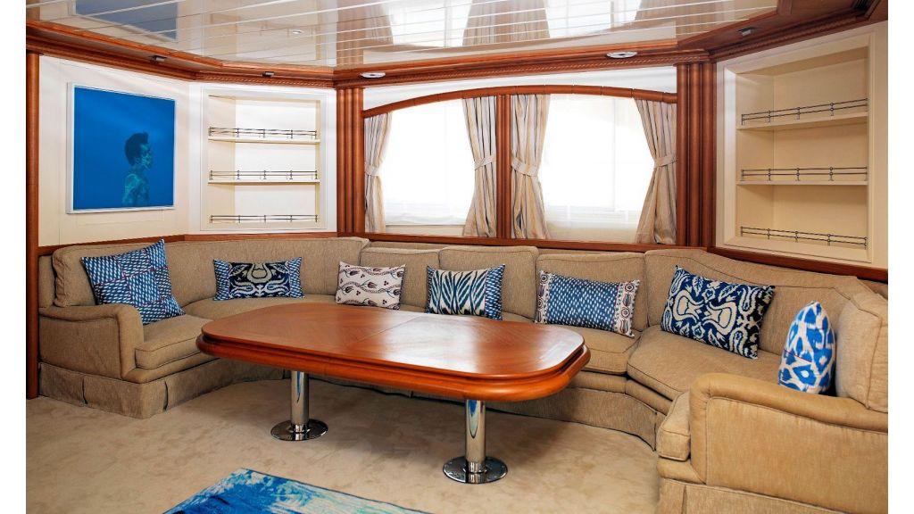Timeless Styling Motoryacht (9)
