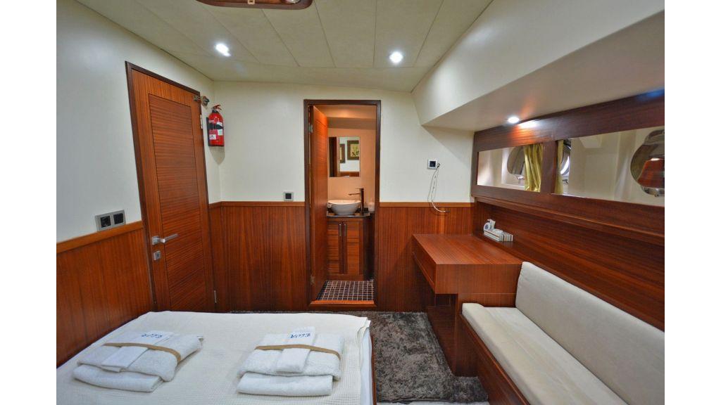 Eloa sailing yacht cabins (1)