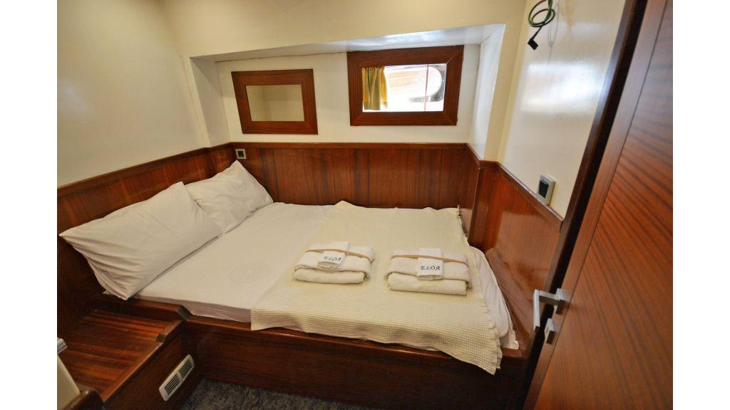 Eloa sailing yacht cabins (11)