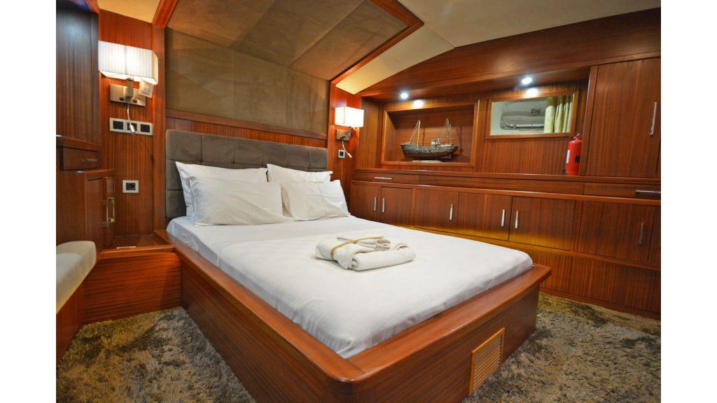 Eloa sailing yacht cabins (14)