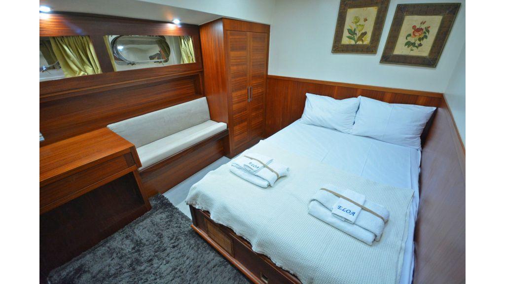 Eloa sailing yacht cabins (16)