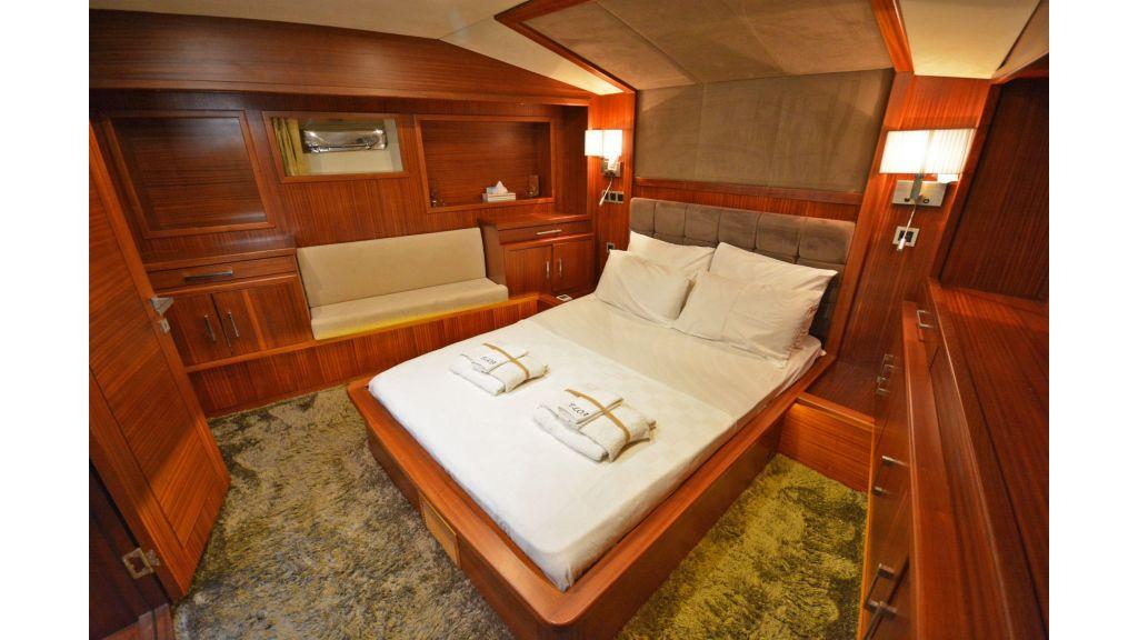 Eloa sailing yacht cabins (5)