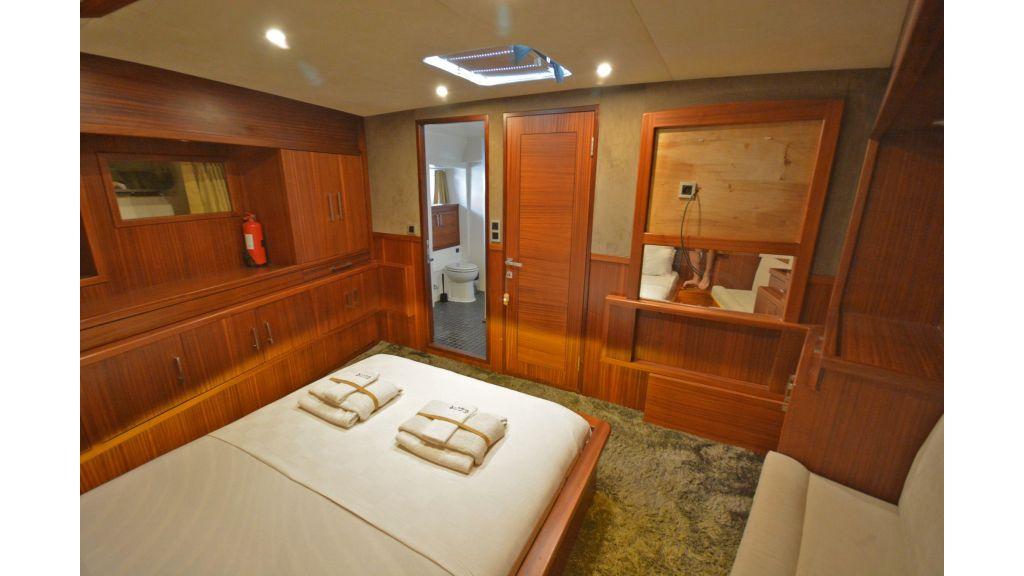 Eloa sailing yacht cabins (7)