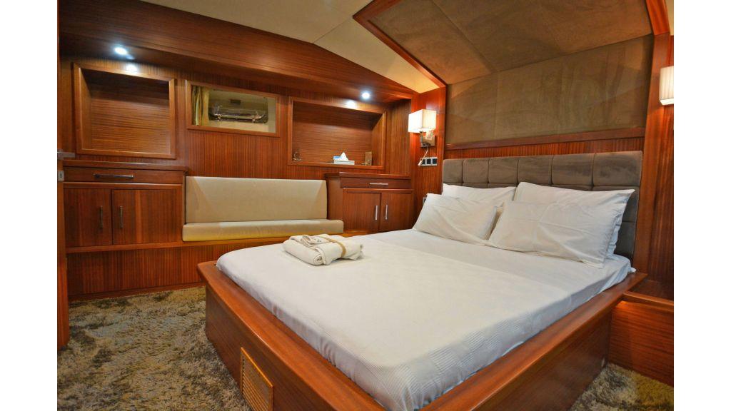 Eloa sailing yacht cabins master (13)