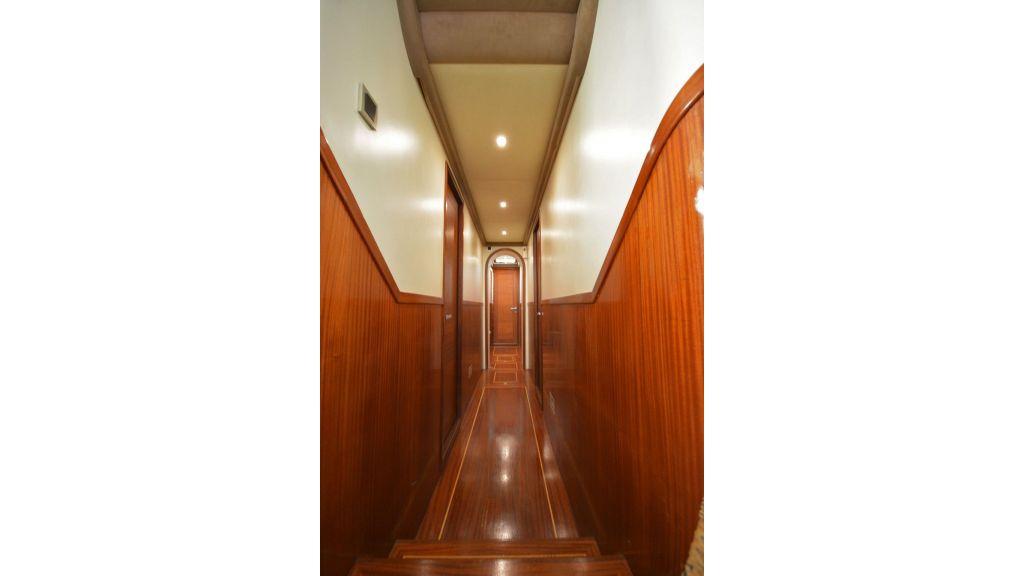 eloa sailing yacht corridor (3)