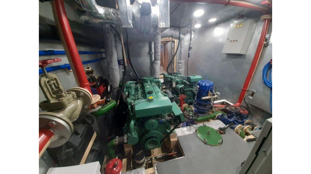Glass Bottom Submarine (56)