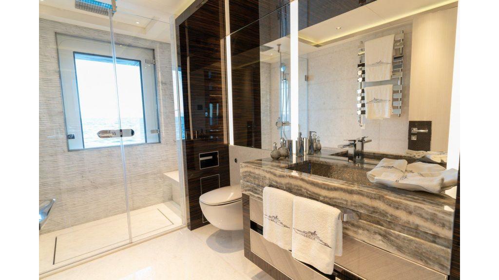 Lower Deck Guest Bahtroom