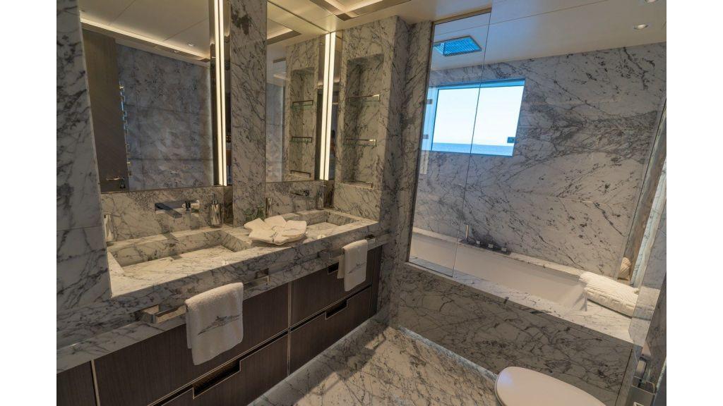 Main Deck Guest Bahtroom 2