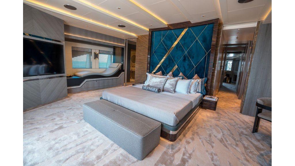 Owner Deck- Cabin (1)
