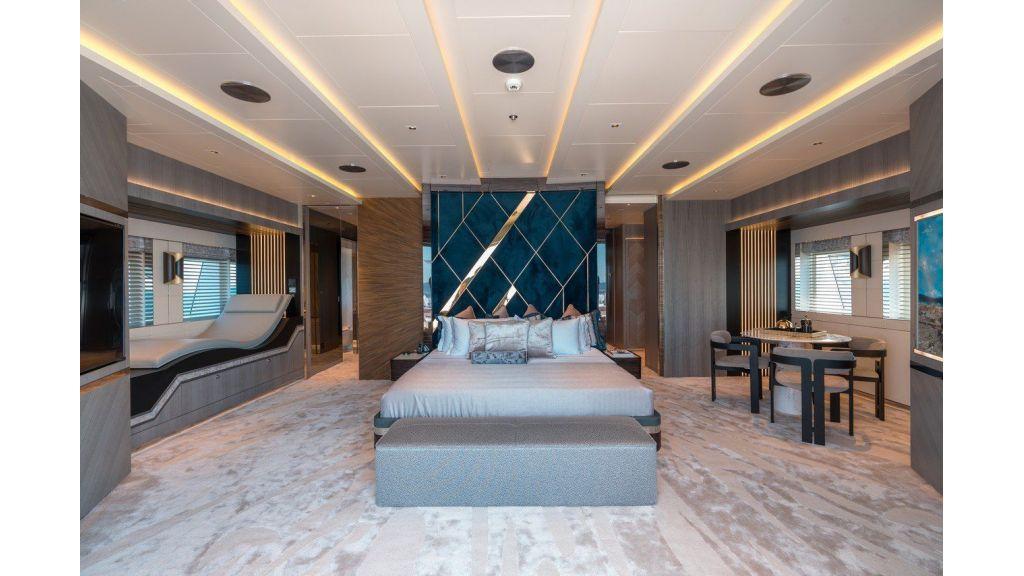 Owner Deck- Cabin (3)