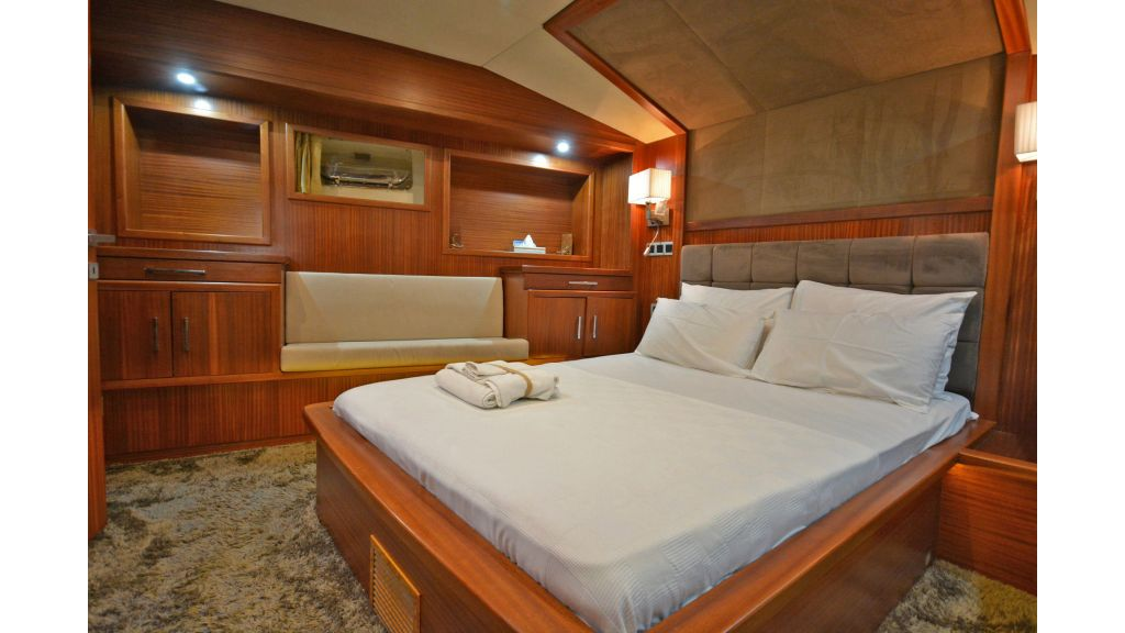sailing yacht for sale cabins (11)