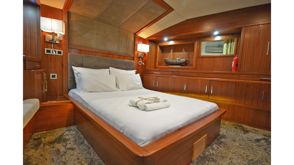 sailing yacht for sale cabins (12)