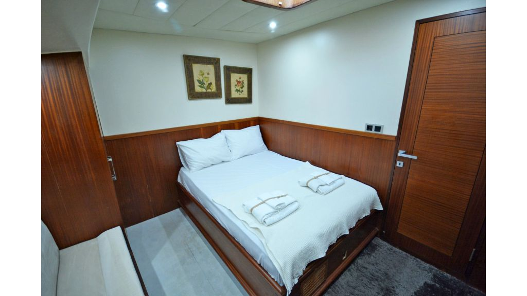 sailing yacht for sale cabins (13)