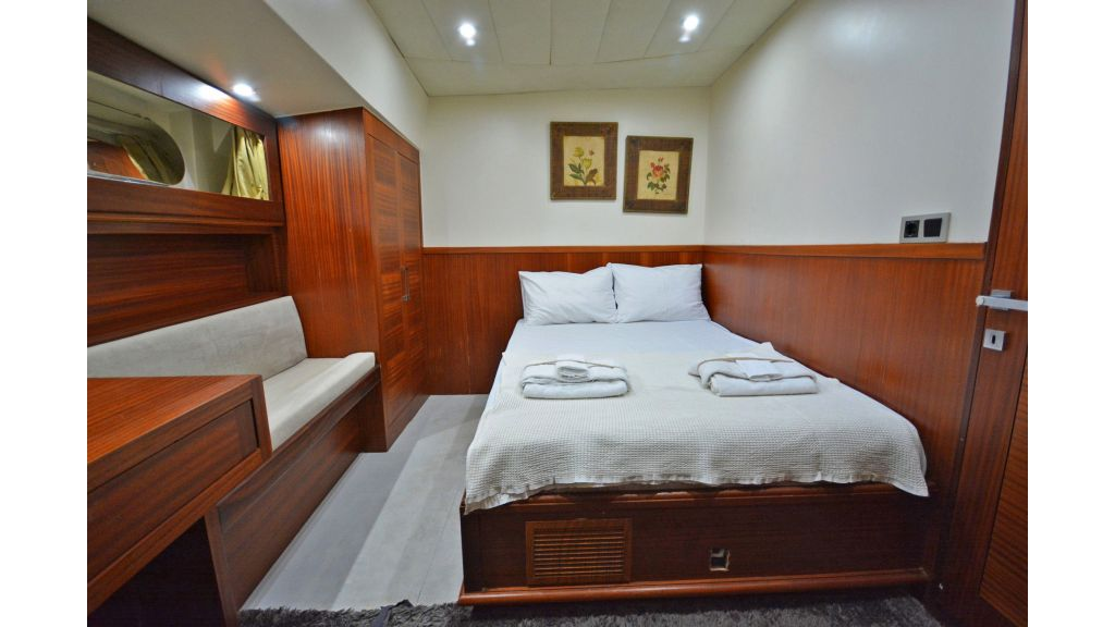 sailing yacht for sale cabins (16)