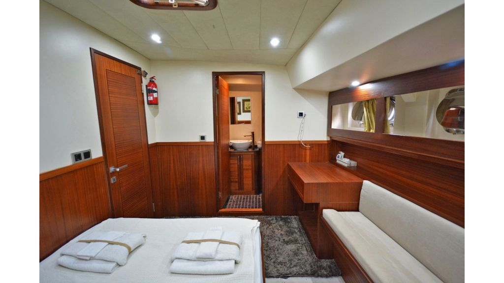 sailing yacht for sale cabins (17)