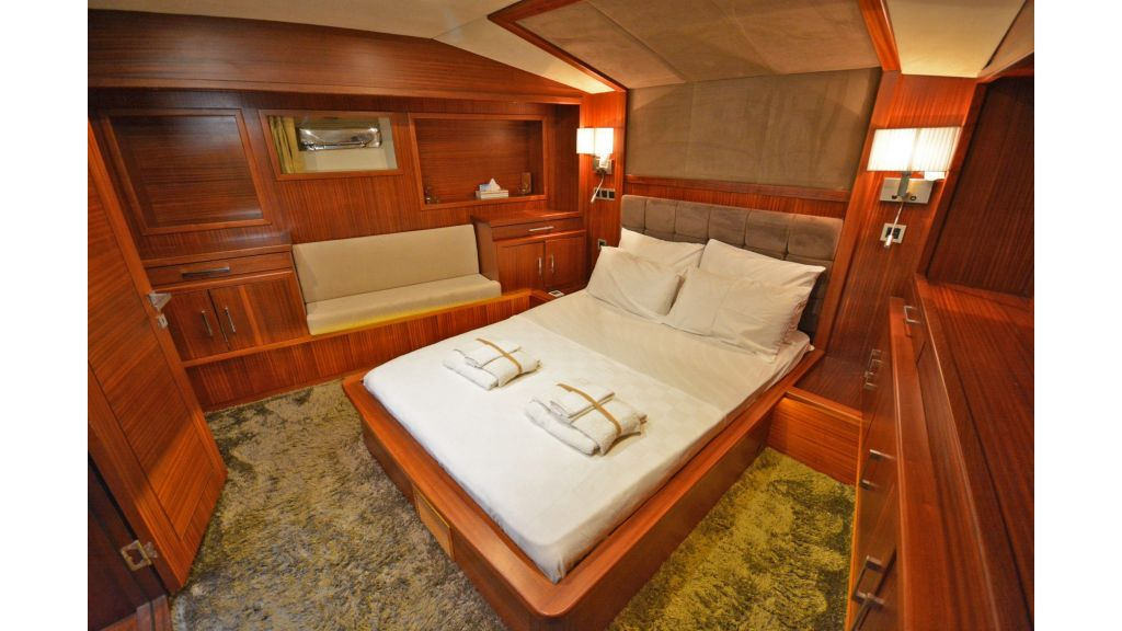 sailing yacht for sale cabins (4)