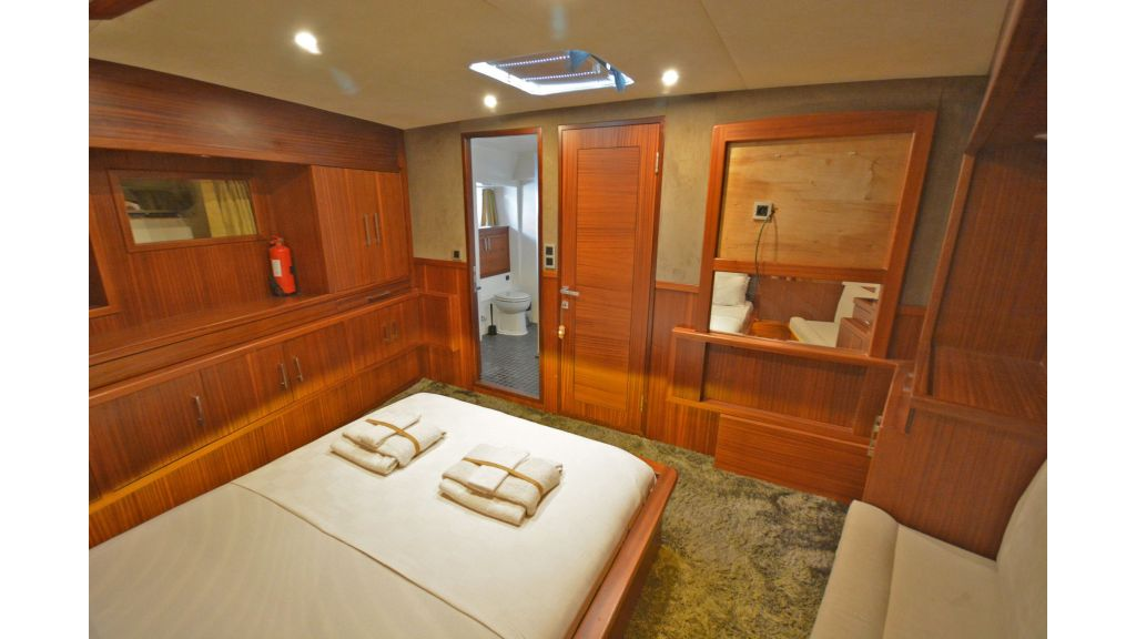 sailing yacht for sale cabins (6)