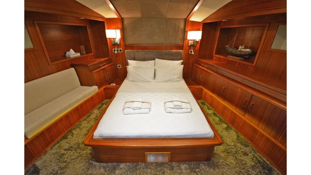 sailing yacht for sale cabins (7)