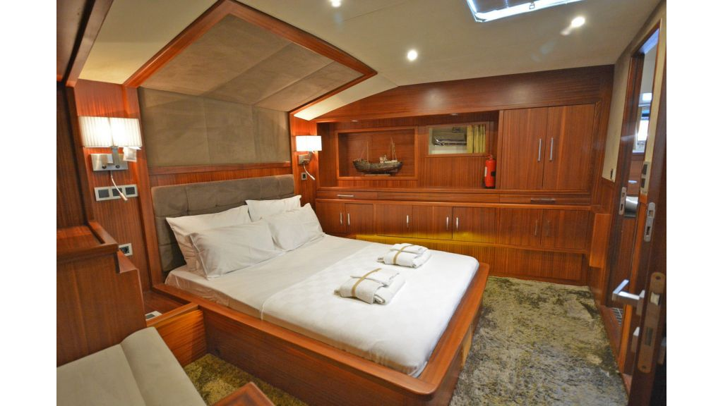 sailing yacht for sale cabins (8)