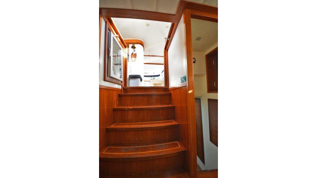 sailing yacht for sale corridor (4)