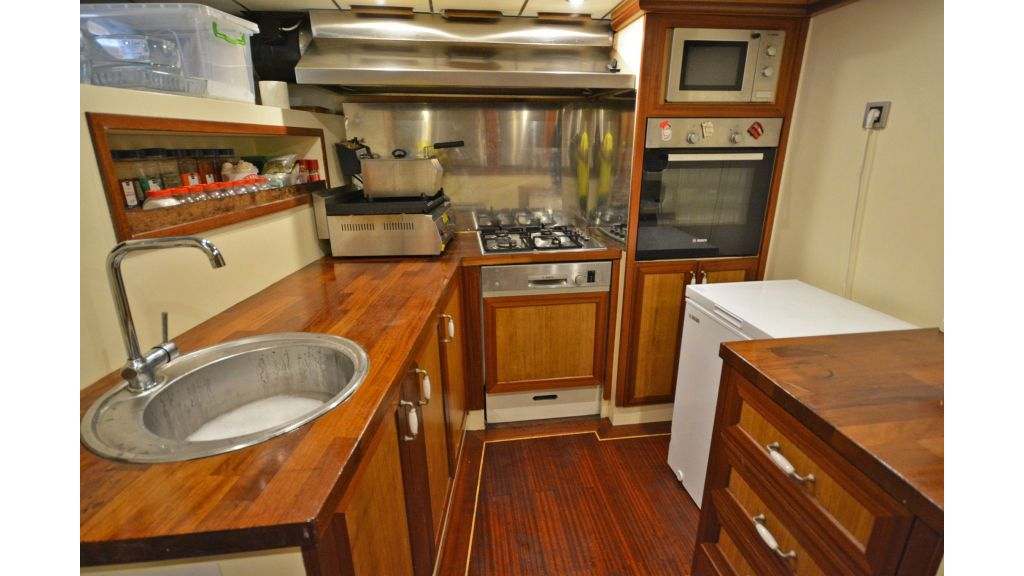 sailing yacht for sale kitchen (1)