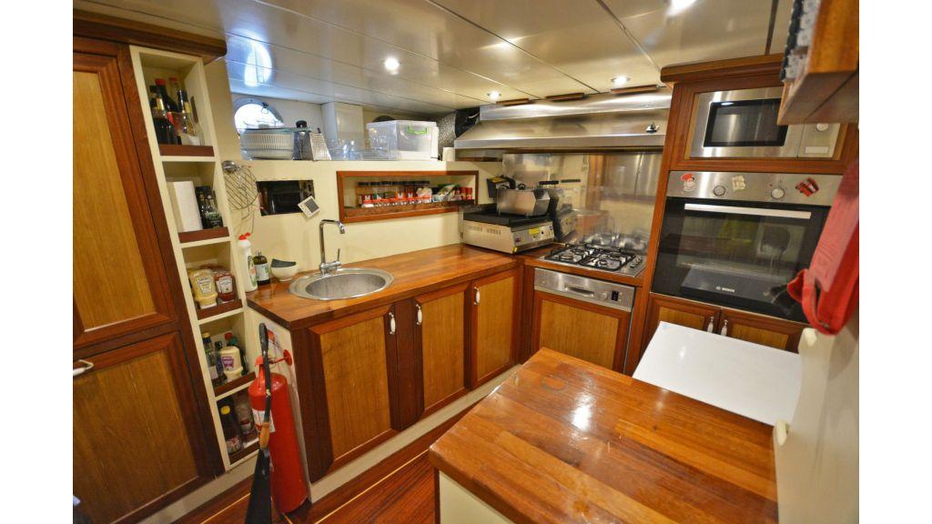 sailing yacht for sale kitchen (2)