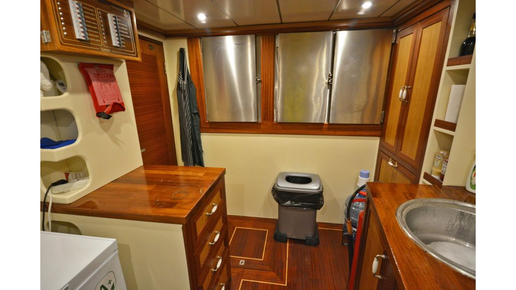 sailing yacht for sale kitchen (3)