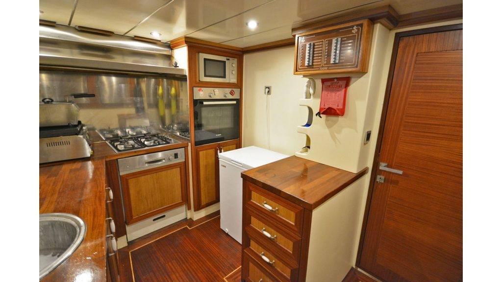 sailing yacht for sale kitchen (4)