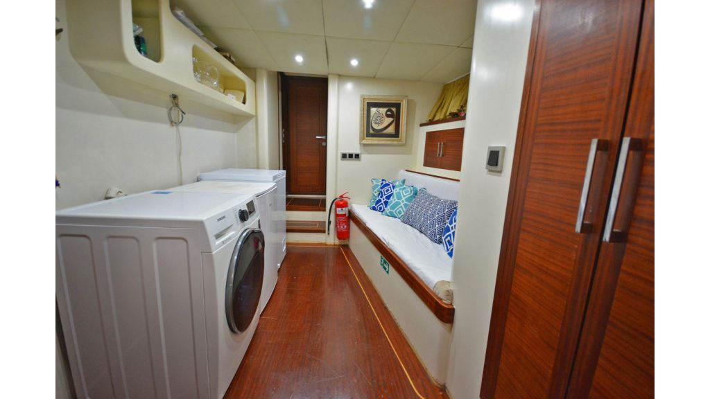 sailing yacht for sale laundry (1)