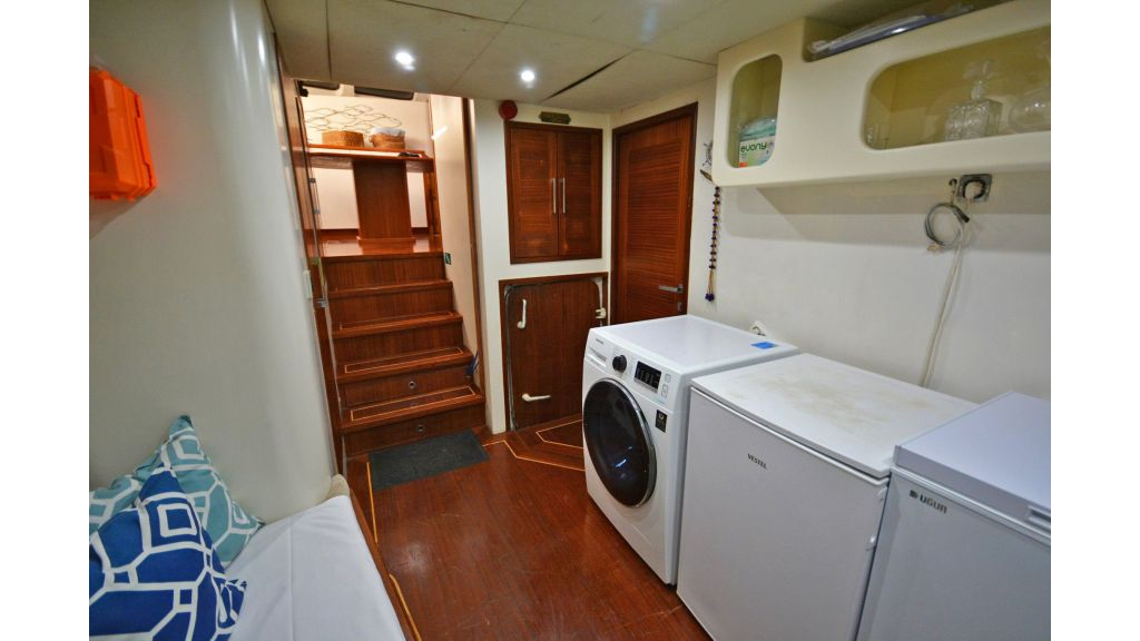 sailing yacht for sale laundry (3)