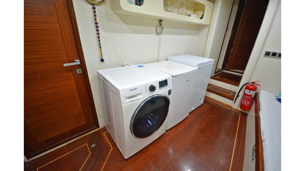 sailing yacht for sale laundry (4)
