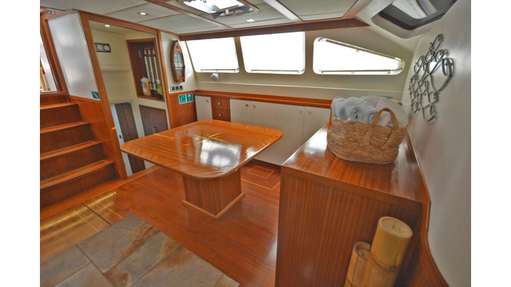 sailing yacht for sale saloon (1)