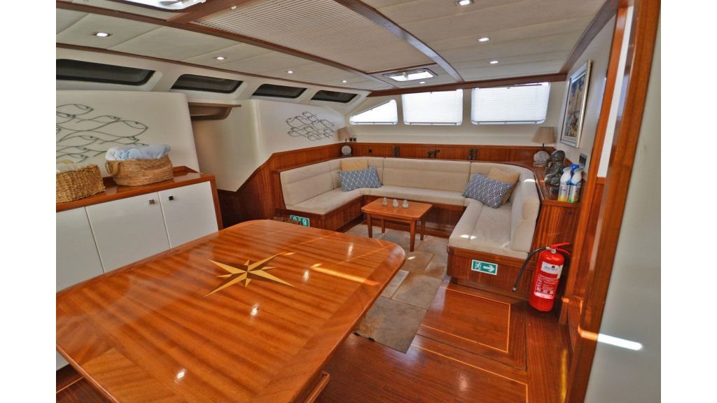 sailing yacht for sale saloon (3)