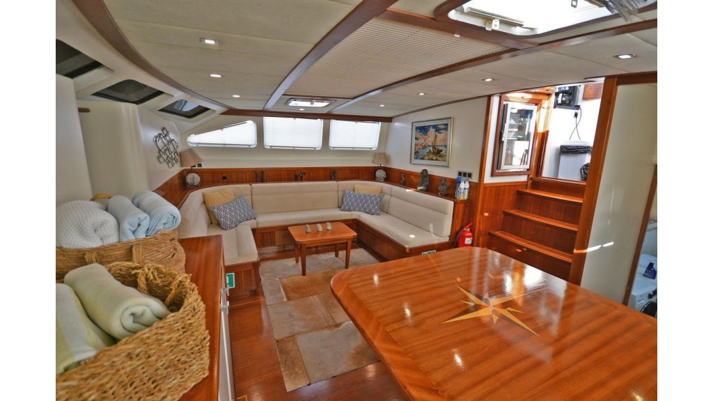 sailing yacht for sale saloon (4)