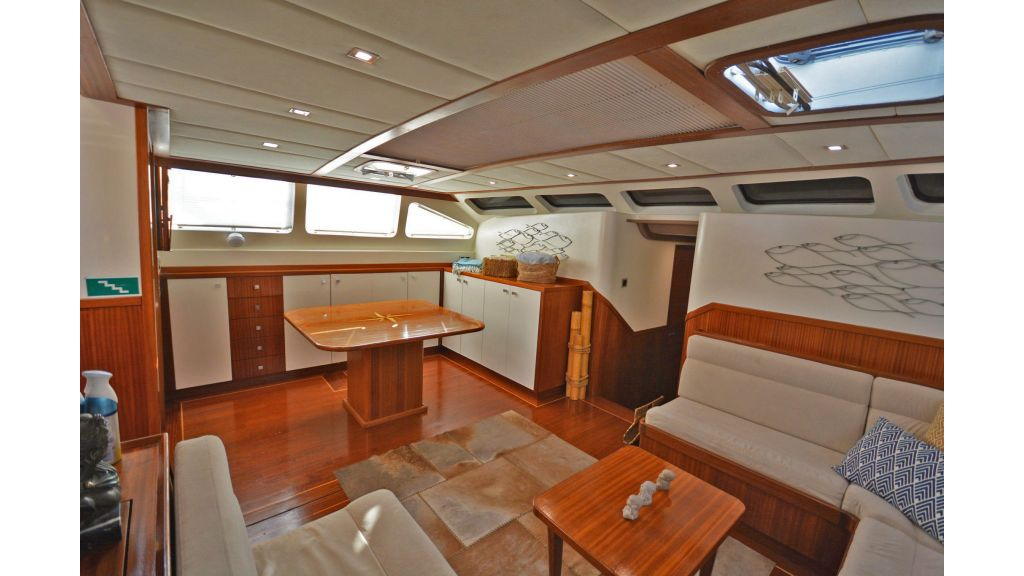 sailing yacht for sale saloon (5)