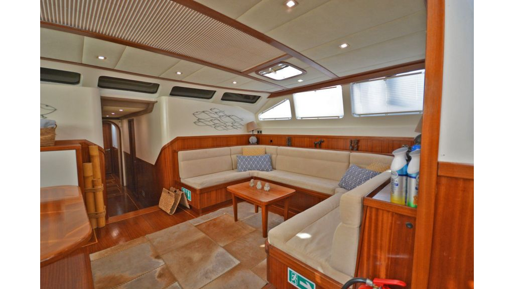 sailing yacht for sale saloon (6)