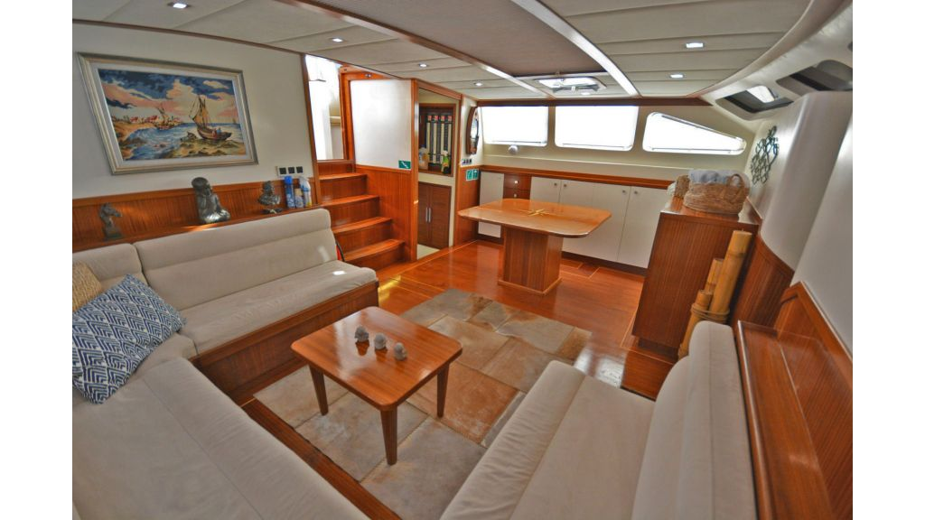 sailing yacht for sale saloon (7)