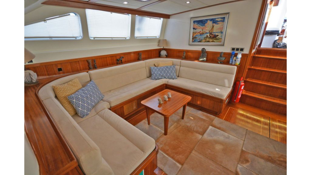 sailing yacht for sale saloon (8)