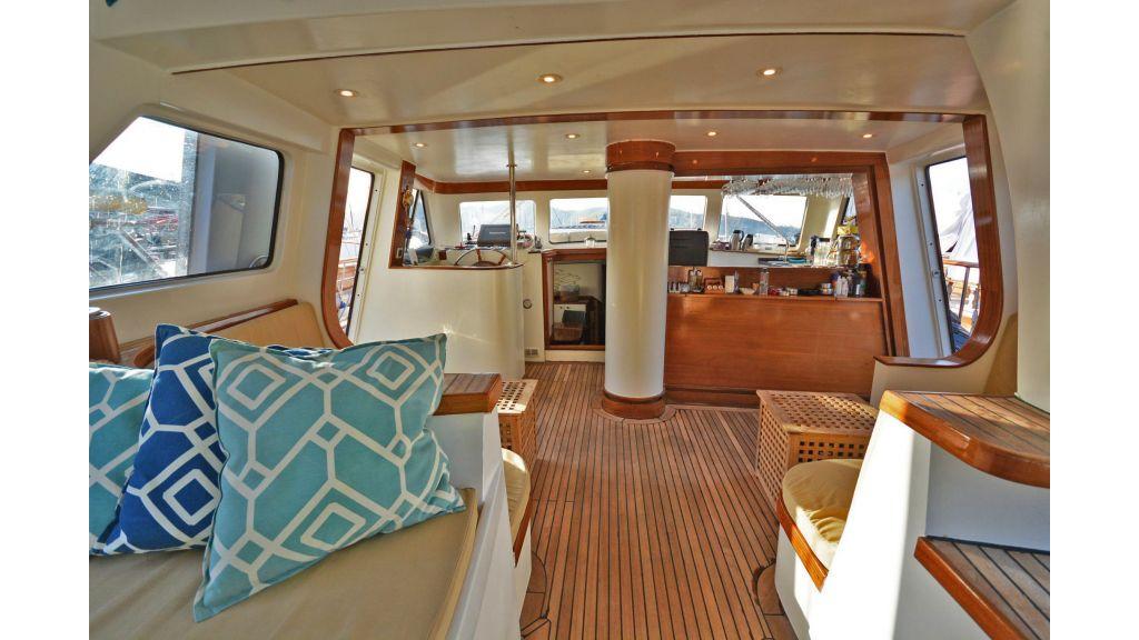 sailing yacht for sale sofa (1)