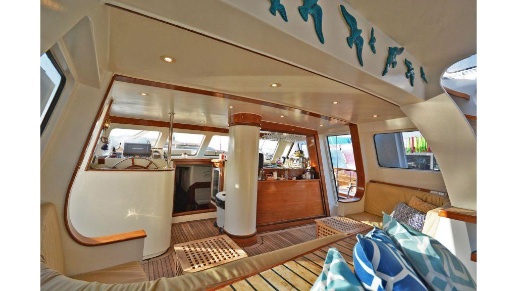 sailing yacht for sale sofa (6)