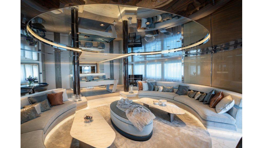 Upper Deck Skylounge