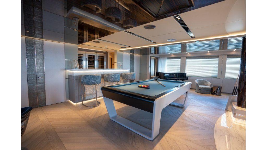 Upper Deck Skylounge 2